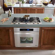 Design Idea: Wall oven under cooktop. Kitchen Island With Stove, Kitchen Stove, Kitchen Redo, New Kitchen, Kitchen Cabinets, Kitchen Appliances, Kitchen Ideas, Kitchen Facelift, Kitchen Ware