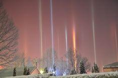 Photographer Captures Amazing Light Pillars In Northern Ontario (10+ Pics)   Bored Panda