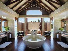 Bathroom at Shangri-La's Villingili Resort and Spa (Maldives)