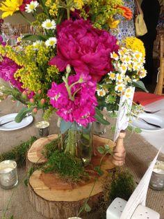 Gorgeous flower arrangement in a Ball jar! #wedding #summerwedding