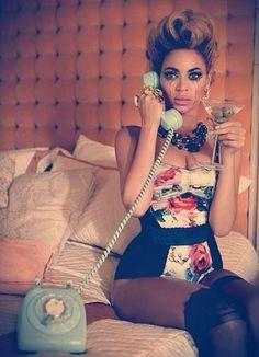 Beyonce Knowles, Singer, Sängerin, Pevacica, Drink, Telephone, Telefon, Crying, Weinen, Plakanje, Mascara, Maskara, Sad, Traurig, Tuzno