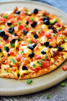 Chicken Taco Pizza will steal the dinner time show! Loaded with seasoned chicken… Chicken Taco Pizza will steal the dinner time show! Loaded with seasoned chicken, refried beans, cheese and more. This pizza is always a hit whenever I serve it! Mexican Pizza, Mexican Dishes, Mexican Food Recipes, Italian Recipes, Chicken Pizza, Chicken Tacos, Chicken Life, Taco Pizza Recipes, Chicken Recipes