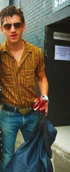 Alex Turner, with an awful shirt! Arctic Monkeys, Alex Turner Hair, Just Deal With It, The Last Shadow Puppets, Jamie Campbell Bower, Beautiful People, Pretty People, Beautiful Men, Rock And Roll