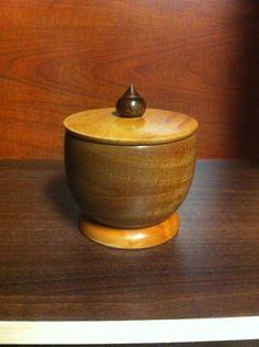 Cofrecito para joyas Woodturning, Bowls, Vase, Home Decor, Safe Room, Serving Bowls, Wood Turning, Decoration Home, Room Decor