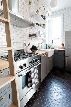 ceramic floor 6 Ceramic Tile Kitchen Floors We Can - flooring Dark Tile Floors, Dark Kitchen Floors, Kitchen Wall Tiles, Kitchen Flooring, Kitchen Decor, Tile Flooring, Ceramic Flooring, Kitchen Backsplash, Kitchen With Tile Floor