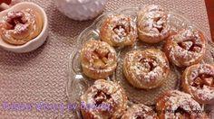 Μηλοπιτάκια με το μαγικό ζυμαράκι της Αργυρώς   Easy Sweets, Cake Bars, Pasta, Greek Recipes, Sweet Desserts, Sugar And Spice, Candy Recipes, Apple Recipes, No Bake Cake