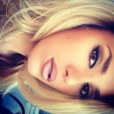 Wow j'adore ce maquillage plus au moin prononcer au niveau des yeux coulaur chair et brun-gris et les levre bien défini ♥ http://ibeebz.com