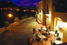 Resort Borgo San Rocco...  E'in Sicilia, a Savoca, con stanze elegantemente arricchite.