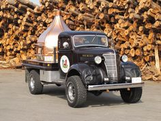 Vintage Pizza Pie | MapleLeaf | Le Panyol | Mobile Wood Fired Oven