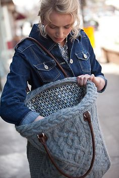 Ravelry: Plein Air Tote pattern by Amanda Scheuzger. pretty inside of the bag Take men's wool cabled sweater, cut off arms, and use for top edge.use body for bag.and of course, felt it first! Diy Sac, Recycled Sweaters, Old Sweater, Tote Pattern, Knitted Bags, Knit Bag, Knitting Accessories, Clutch, Purses And Bags