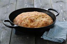 No Knead Bread, Iron Pan, Bread Baking, Baked Goods, Cast Iron, Tapas, Recipes, Baking, Recipies