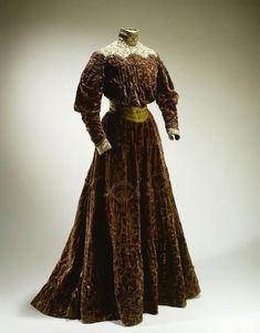 1870s Fashion, Edwardian Fashion, Vintage Fashion, Victorian Gown, Edwardian Dress, Victorian Ladies, Edwardian Era, Vintage Gowns, Vintage Outfits