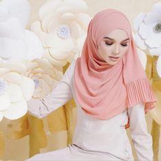 #Hijab fashion #Buy_now #Jubba #Thobe #Kebaya #Outwear #Prayer #Garment #Üstler #elbiseler #Mode hijab  2018 #Yetişkin #miktar #Promosyon #Moda #Müslüman #şifon #baskılı #Başörtüsü #Başörtüsü #Malezya #Endonezya #baskılı #Hicap #wj1870 #dropship Modest Fashion, Hijab Fashion, Hijab Look, Turban Headbands, Beautiful Hijab, Kebaya, Shawls And Wraps, Night Gown, Muslim