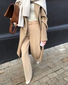 Everything has Beauty – 2 190 фотографий Beige Pullover, Beige Sweater, Pullover Outfit, Minimalist Outfit, Minimalist Fashion, Casual Chic, Womens Clothing Stores, Clothes For Women, Women's Clothing