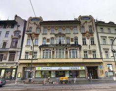 Дом Топича (Topičův dům) / Здание, которое называют «Дом Топича» (Topičův dům), расположено на границе между Старым и Новым Местом – на Народном проспекте. Здесь людно, много транспорта, здесь, лицом ко Влтаве, расположен Национальный театр