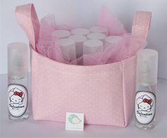 Body splash de 45 cc. personalizado para eventos.  Aroma: melón  Aromas disponibles: melón, pera, coco y bebé.  Pedido mínimo 20 unidades  Se entrega en canasta de tela muestra la foto.