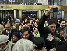 Black Friday nos EUA tem cenas de violência - http://www.publicidadecampinas.com/black-friday-nos-eua-tem-cenas-de-violencia/