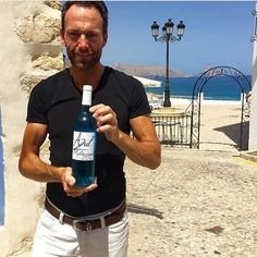 Age Folkestad with Azul Mediterraneo Blue Chardonnay Wine in beautiful Altea Chardonnay Wine, White Meat, Wine Time, Wine Tasting, Vodka Bottle, Spain, Age, Natural, Instagram Posts