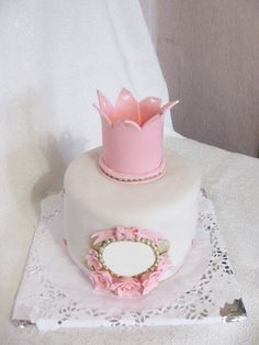 Детский торт для девочки с короной  Дитячий торт для дівчинки з короною Children's cake for a girl with a crown