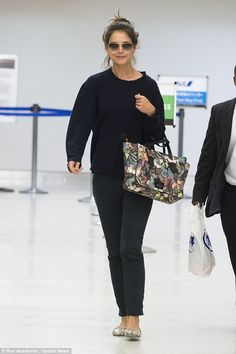 LOVE the sunglasses Katie Holmes' was wearing while at JFK airport #sunglasses