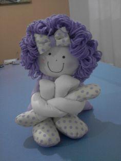 Boneca pernuda lilás