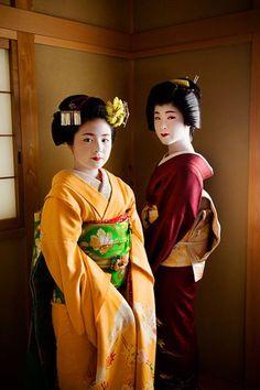 Maiko (became geiko; now retired) Komomo and geiko Yachiho of Miyagawacho