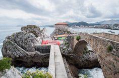El puente medieval y la ermita de Santa Ana de Castro Urdiales