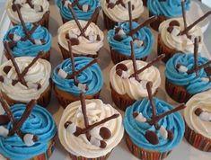 17 Trendy Cupcakes Cakes For Boys Hockey Hockey Cupcakes, Cupcakes For Boys, Cute Cupcakes, Cupcake Frosting Tips, Fondant Cupcakes, Cupcake Cakes, Cupcake Recipes From Scratch, Pumpkin Chocolate Chips, Hockey Birthday