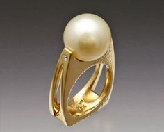 18ky gold ring with Golden South Sea Pearl and Diamond. JUNE PEARL