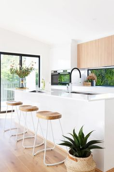 For this town house development in Garran, Canberra a crisp and light palettte was used paired with the warmth of timber. Scandi Home, Scandinavian Kitchen, Scandinavian Interior Design, Home Interior Design, Studio Kitchen, Home Decor Kitchen, Kitchen Interior, Kitchen Ideas, Timber Kitchen