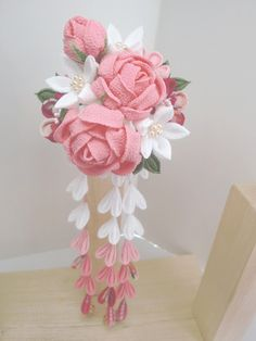 Roses and flowers on comb