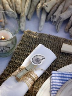 Tischset - New Ideas Coastal Style, Coastal Cottage, Cottage Chic, Napkin Rings, Tablescapes, Seaside, Diys, Table Settings, Place Settings