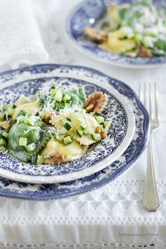 Ravioli con zucchine noci e ricotta [verdi e classici]