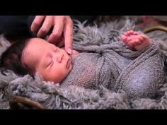 How to wrap a newborn for photography
