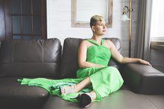 © La Cardinal Photographe #bridesmaid #greendress #chic #woman #shorthair #mariage #chambre Bridesmaid, Woman, Chic, The Cardinals, Weddings, Maid Of Honour, Photography, Shabby Chic, Classy