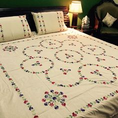 Trending Bed Sheets Designs For Embroidery Art Work . Hand Embroidery Design Patterns, Hand Embroidery Videos, Hand Embroidery Flowers, Embroidery Alphabet, Hardanger Embroidery, Bed Sheet Painting Design, Fabric Painting, Handmade Bed Sheets, Bed Cover Design