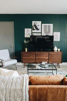 Dark Green Living Room, Accent Walls In Living Room, Accent Wall Bedroom, Living Room Decor, Bedroom Decor, Green Accent Walls, Dark Green Walls, Bedroom Green, Living Room Inspiration