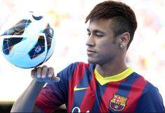 Taglio capelli uomo rasato ai lati 2014 alla Neymar