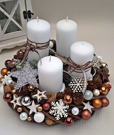 Fotka uživatele Pavla Mengrová. Christmas Advent Wreath, Christmas Candle Decorations, Easy Christmas Crafts, Christmas Candles, Xmas Ornaments, Simple Christmas, Christmas Christmas, Candle Arrangements, Candle Centerpieces