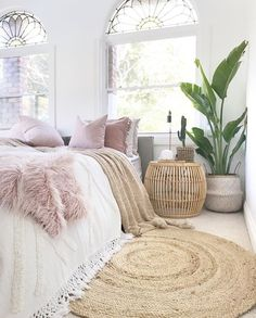 9 Comfy bedroom ideas for girls to copy Get the comfy apartment look Cozy white bedroom fluffy bedroom bedroom goals warm bedroom bedroom plants cozy bright bedroom cozy bedroom for couples I do not own this photo Comfy Bedroom, Cozy White Bedroom, Scandinavian Bedroom, Decoration Inspiration, Decor Ideas, Style Inspiration, Decorating Ideas, Bohemian Bedroom Decor, Bohemian Décor