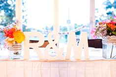 Lettering on the bridal table white on white
