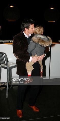 Premiere på Dronning Margrethes juleballet Den lille snepige. I Pakhus 11, 13. december 2008. Kronprins Frederik og Prins Christian