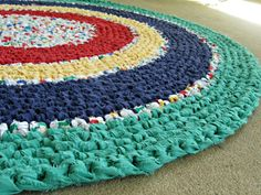 I'm in the process of crocheting a rag rug. Seeing this makes me want to try a round one next!