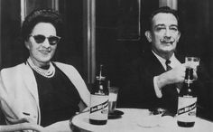 Catalan Surrealist artist Salvador Dalí with Gala, his wife and muse. Salvador Dali Art, San Salvador, Artists And Models, Great Artists, San Miguel Beer, Celebrity Singers, Artist Life, Twitter, Art History
