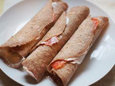 Gdy czytam skład placków tortilla odnoszę wrażenie, że ich domowa produkcja jest niemożliwa. Tłuszcze utwardzone mniej lub bardziej, stabilizatory, spulchniacze, konserwanty – w kupnych plack…