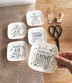 Thanks teacher; 15 original gifts that are easy to make - Thanks teacher; 15 original gifts that are easy to make. Pastry plates, but made by yourself. Diy Gifts For Mom, Diy Holiday Gifts, Gifts For Family, Easy Gifts, Little Presents, Diy Presents, Christmas Gifts For Boyfriend, Diy Gifts For Boyfriend, Thanks Teacher
