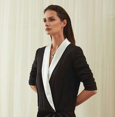 Yasemin Özilhan Stili Girl Fashion, Beautiful Women, Blazer, Girl Style, Jackets, Woman, Women's Work Fashion, Down Jackets, Beauty Women