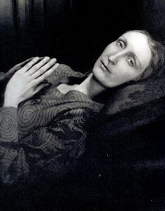 Edith Sitwell.  Cecil Beaton photographer