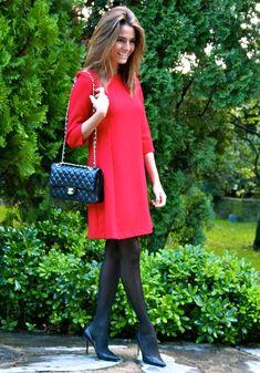 Fashion and Style Blog / Blog de Moda . Post: Red dress / Vestido rojo .More pictures on/ Más fotos en : http://www.ohmylooks.com/?p=24991 .Llevo/I wear: Dress /Vestido : Zara (New collection) , Bag/Bolso : Chanel ; Shoes / Zapatos : Pilar Burgos
