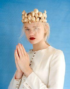 golden shells crown